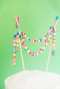 Mini Paper Chain Cake Topper DIY | Oh Happy Day!
