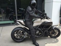 2015 Ducati Diavel Titanium Wallpapers