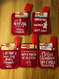 Each potholder comes with a spatula and a cookie mix! If not mention it the notes which cookie mix, I will randomly choose one for you. Cheap Christmas Gifts, Simple Christmas, Holiday Crafts, Christmas Ornaments, Christmas Gifts For Neighbors, Christmas Gift Ideas, Diy Christmas Crafts To Sell, Christmas Time, Cricut Christmas Ideas