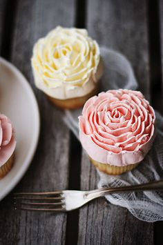 Via Call Me Cupcake - Magnolia Bakery vanilla cupcakes with buttercream frosting