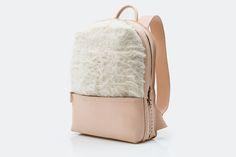 Backpack · Natural vaqueta leather with hand-woven braid and Chamula wool / Mochila · Vaqueta natural con trenzado tejido a mano y lana Chamula [MX$5500]