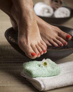 saline feet bath for athlete's foot