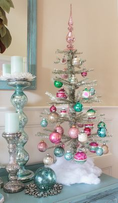 Christmas Trees For Small Homes Tinsel Tree with vintage ornaments.Tinsel Tree with vintage ornaments. Bohemian Christmas, Beautiful Christmas Trees, Noel Christmas, Vintage Christmas Ornaments, Christmas Decorations, White Christmas, Christmas Island, Retro Christmas Tree, Christmas 2019
