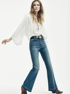 Erin Wasson keeps it casual on the April 2016 cover of TELVA Magazine. The American model wears a ruffle embellished shirt and high-waist jeans in the image… Erin Wasson, Smart Outfit, Boho Girl, Spring Summer Trends, Summer 2016, Couture, Daily Fashion, Editorial Fashion, Fashion Trends