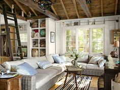 You can't go wrong with a cozy living room! Check out these inspirational ideas!  Image Via: http://www.countryliving.com/homes/decor-ideas/cozy-living-room-ideas#slide-1  Design Detective is ready to help you! Just give us a call. Call à la carte DESIGN 303.885.7706