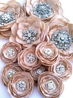 69 Ideas Vintage Diy Crafts Projects Paper Flowers For 2019 Fabric Ribbon, Fabric Crafts, Diy Crafts, Faux Flowers, Diy Flowers, Paper Flowers, Organza Flowers, Pretty Flowers, Fabric Flowers Handmade