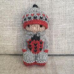 This kid is always happy to see a ladybug. 🐞❤️ The Effecti. - This kid is always happy to see a ladybug. 🐞❤️ The Effective Pictures We Offe - Knitting Loom Dolls, Knitted Dolls, Baby Knitting, Knit Or Crochet, Cute Crochet, Crochet Toys, Fabric Yarn, Fabric Dolls, Amigurumi Giraffe