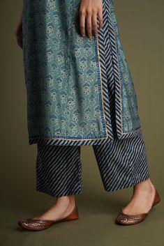 Silk Kurti Designs, Simple Kurta Designs, Kurta Designs Women, Kurti Designs Party Wear, Latest Kurta Designs, Neck Designs For Suits, Sleeves Designs For Dresses, Salwar Pants, Kurta Patterns
