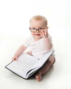 Fantastic idea for the new mum that loves books! A book baby shower theme or reading baby shower theme is the perfect fit for the book-a-holic in us all. Child Love, Baby Love, Baby Baby, My Baby Can Read, Cute Kids, Cute Babies, Funny Babies, Foto Newborn, 6 Month Old Baby