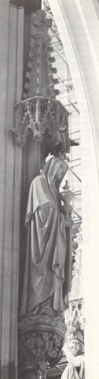 St. Clara van Assisi.. 1895. Beeldhouwwerk door H. van der Geld Nederland, Den Bosch, St-Janskathedraal.