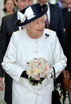 2014: In honor of the 20th anniversary of the Eurotunnel, Queen Elizabeth and Prince Philip chose to travel on the famous express train, Eurostar, which whisks passengers from London to Paris in 2 hours and 15 minutes.) During the commemoration ceremony at St. Pancras Station in London, the Queen wore a long white coat, black hat and black gloves, and when she arrived at Gare du Nord in Paris she had changed into a short white jacket and a white hat.