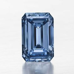 At 14.62ct, the Oppenheimer is the largest Fancy Vivid blue diamond ever offered at auction (est: $38-45 million).    #blue #diamond #auction