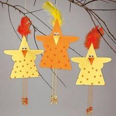 Klik for at se et større billede Easter Art, Easter Crafts For Kids, Diy For Kids, Bird Crafts, Animal Crafts, Paper Crafts, Mobiles For Kids, Chicken Crafts, Triangle Art