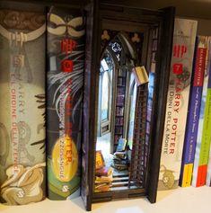 Alchemy library Diorama Bookshelf Insert Décoration Harry Potter, 9 Volt Battery, Vampire Books, Principles Of Art, Wedding Photo Albums, 3d Prints, Led, Book Nooks, Fairy Houses