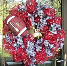 Or local team colors! Football wreath done in your favorite team's colors. also lots of football party ideas! really any sports team! Wreath Crafts, Diy Wreath, Mesh Wreaths, Wreath Ideas, Sports Wreaths, Wreath Making, Baby Wreaths, Fabric Wreath, Burlap Wreaths