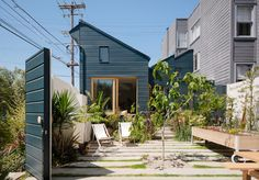 San Francisco residents reached out to Ryan Leidner Architecture when it was time to renovate and add on to their Harrison St House in the Mission District. Harrison House, Local Painters, Casa Patio, Mission District, San Francisco Houses, Minimal Home, Storey Homes, Street House, Courtyard House