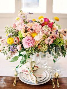 Colorful wedding table setting | Photography: Amy Nicole