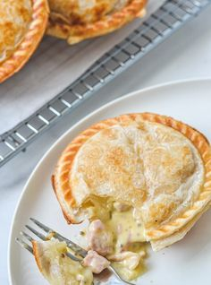 Irresistible pies topped with golden puff pastry, filled with tender chicken, bacon & mustard.This creamy chicken pie with puff pastry is pure comfort food! Mini Pie Recipes, Turnover Recipes, Puff Pastry Recipes, Baking Recipes, Chicken Pie Puff Pastry, Puff Pastries, Homemade Chicken Pie, Creamy Chicken Pie, Chicken Recipes