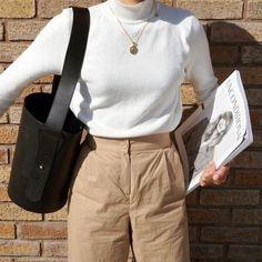 Beige look from Zara – Mode Outfits Beige Outfit, White Turtleneck Outfit, Turtleneck Fashion, Zara Outfit, Neutral Outfit, Fashion Mode, Look Fashion, Korean Fashion, Winter Fashion