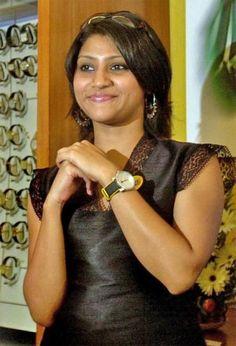 Konkona Sen Sharma  displays hand sign to improve your sense of proportion. Image credit: movies.dosthana.com