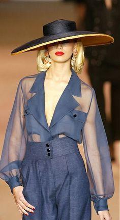 Yves Saint Laurent at KG Fashion Couture - Mode prêt à porter - Haute couture… Fashion Details, Look Fashion, Runway Fashion, High Fashion, Fashion Outfits, Womens Fashion, Fashion Design, Fashion Fall, Fashion Trends