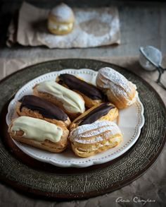 Eclairs with Pastry Cream Just Desserts, Delicious Desserts, Dessert Recipes, Yummy Food, Pastry Recipes, Cooking Recipes, Sweet Pastries, Cookies, Love Food