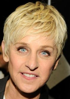 Ellen DeGeneres Layered Razor Cut - Ellen DeGeneres wore her ultra-blond 'do tousled and with lots of texture at the 2012 People's Choice Awards. Razor Cut Hair, Short Hair Cuts, Short Pixie, Razor Cuts, Pixie Cuts, Summer Hairstyles, Trendy Hairstyles, Woman Hairstyles, Ellen Degeneres Haircut