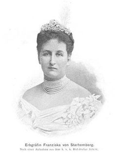 1915, das zweite Kriegsjahr: Fanny von Starhemberg: Fürstin mit Sitz in Eferding, Mutter des späteren Heimwehrführers, nach 1918 Bundesrätin der Christlichsozialen, hatte einen guten Ruf als strenge, aber wirksame Wohltäterin. Sie war führend bei den Rotkreuzfrauen in Ob der Enns tätig, organsierte Sammlungen und beherbergte im Schloß Verwundete. Mehr: http://www.nachrichten.at/nachrichten/politik/erster-weltkrieg/Nach-dem-Jubel-kamen-Not-und-Tod;art155459,1606951 (Bild: NB)