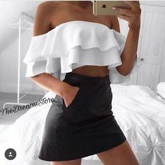 35 Coolest Trending Outfits On This Summer White Ruffle Top + Black Skirt Street Style Outfits, Mode Outfits, 90s Fashion, Fashion Outfits, Womens Fashion, Fashion Tips, Girl Fashion, Fashion Hair, Vogue Fashion