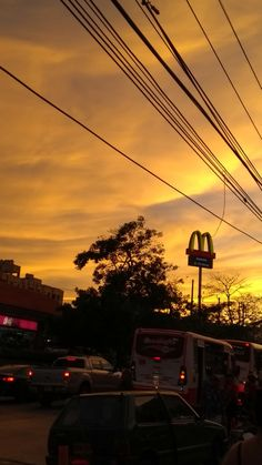 Atardecer en Barranquilla, Colombia. Gucci Mane, Body Electric, Fleetwood Mac, Karaoke, Hanging Out, Utility Pole, Nyc, Boat, Sunset