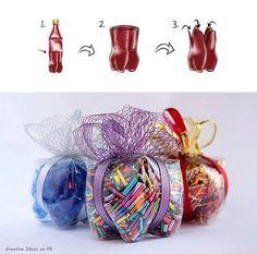 Use a simple coke plastic bottle to make an original box for gifts. Found here : http://www.craftandfun.com/2011/12/idee-di-natale-riciclo-bottiglie-di.html