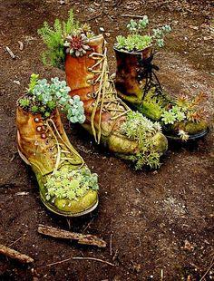 Bild könnte enthalten: Schuhe, Pflanze, Stiefel und im Freien