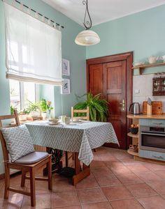 Kuchyňa v nadčasovej mentolovej farbe.  #mentolova#mint#kuchyna#vidickystyl#vintage#rimskaroleta#obrus#vankus Kitchen Island, Interior, Vintage, Nature, Home Decor, Island Kitchen, Naturaleza, Decoration Home, Indoor