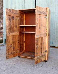 Pallet Wardrobe - Closet made from Pallets