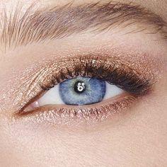 Maquiagem linda na @ctilburymakeup ❤️ fino sem ser o olho pretão! #makeup #maquiagem #beauty #beaute #charlottetilbury