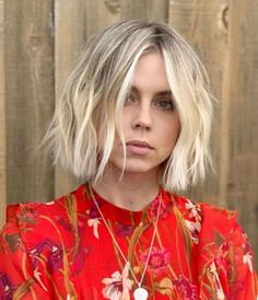Fresh Short Bob Haircuts You Must Create for Cute Look in 2019 Bob Haircuts For Women, Short Bob Haircuts, Short Blunt Haircut, Fresh Haircuts, Medium Hair Styles, Short Hair Styles, Brown Blonde Hair, Blonde Blunt Bob, Short Blond Hair