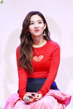 K-Pop Babe Pics – Photos of every single female singer in Korean Pop Music (K-Pop) Kpop Girl Groups, Korean Girl Groups, Kpop Girls, Nayeon Twice, Twice Dahyun, Im Nayeon, Seolhyun, Female Singers, Single Women