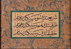 Calligrapher/ Hattat : Macid Ayral (d. 11 Nisan 1891, İstanbul - ö. 17 Mart 1961, İstanbul) Üç satırda yazılı olan: .................... ''Şeri'atde şu senindir bu benim- Tarîkatde hem senindir hem benim- Hakîkatde ne senindir ne benim''