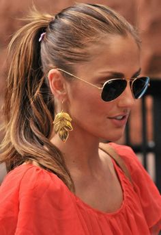 coral top, leaf earrings, aviators and a ponytail.  perfect.