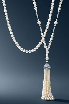 "Tiffany Co. Ziegfeld Collection pearl necklace and The Great Gatsby Collection pearl tassel necklace with diamonds in platinum. Inspired by the Tiffany jewels created exclusively for Baz Luhrmann's ""The Great Gatsby. Great Gatsby Party Outfit, The Great Gatsby, Pearl Jewelry, Vintage Jewelry, Fine Jewelry, Jewelry Making, Bridal Jewelry, Jewelry Necklaces, O Grande Gatsby"