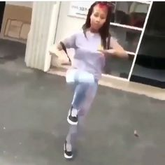 Choreography Videos, Dance Videos, Funny Video Memes, Videos Funny, Spongebob Best Friend, Funny Dancing Gif, Light Skin Girls, Dance Sing, Dance Humor
