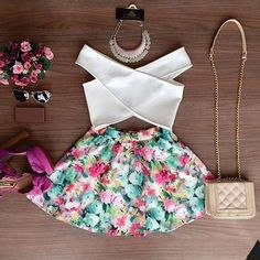 Stylish V-Neck Sleeveless Solid Color Blouse + Floral Print Skirt Twinset For Women Skirt Mini, Floral Mini Skirt, Short Mini Dress, Skirt Set, Floral Skirts, Look Fashion, Teen Fashion, Fashion Outfits, Fashion Women