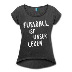 ... denn König Fußball regiert die Welt! Wir können nicht ohne Fußball – und Fußball kann nicht ohne uns! • Frauen T-Shirt im bequemen Boyfriend-Stil. Ein Klassiker!