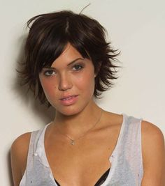 I like this hairstyle...wonder if I could pull it off???  Have I pinned this?  How would it look on moi?