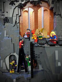 Batman Batcave, Lego Batman, All Lego, Lego Dc, Lego Mansion, Lego Humor, Iron Man Cartoon, Marvel And Dc Superheroes, Lego Sculptures