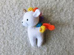 Botón de Flor: Patrón gratis de amigurumi unicornio por Ms. Eni Easter Crochet, Crochet Baby, Crochet Gratis, Crochet Unicorn, Baby Crafts, Amigurumi Doll, Projects For Kids, Crochet Projects, Mini