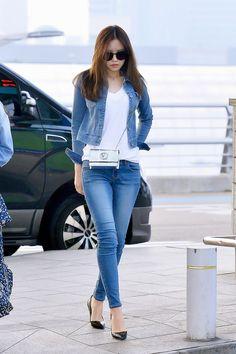Son Na-eun (손나은) of Apink (에이핑크) at the airport.