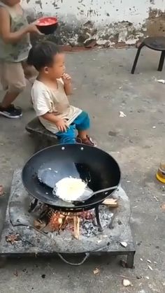 Funny Videos For Kids, Cute Baby Videos, Funny Baby Memes, Funny Video Memes, Cute Funny Babies, Funny Cute, Human Kindness, Cute Stories, Funny Clips