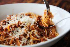 Spaghetti Bolognese Top Recipes, Meat Recipes, Pasta Recipes, Dinner Recipes, Cooking Recipes, Italian Pasta, Italian Dishes, Italian Recipes, Gourmet