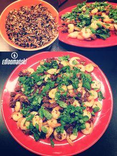 Krewetki z dzikim czarnym ryżem :)  Przepis:  - krewetki - czarny dziki ryż - główka czosnku - słoik suszonych pomidorów - bazylia,natka pietruszki  - cytryna  Smacznego :)  A jak wygląda Twój dzisiejszy obiad? :)